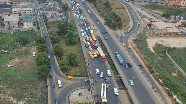 Otedola Bridge: 40 feet container crushes 2 vehicles, kills