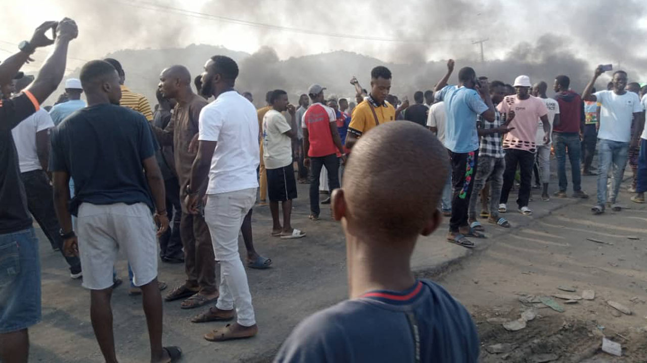 Protesters block highway after kidnapping surgeNigeria — The Guardian  Nigeria News – Nigeria and World News