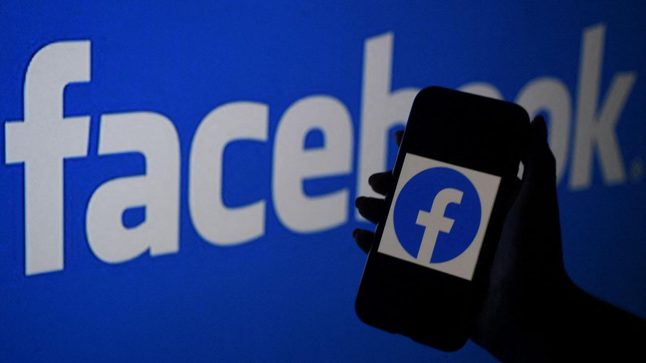 Facebook mistakenly labels black men 'primates' |