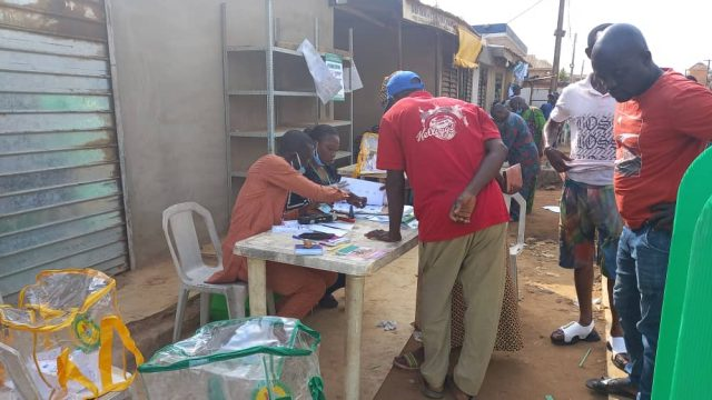 Accreditation at Oroki Polling Boot in Isuti Igando Lagos 640x360.