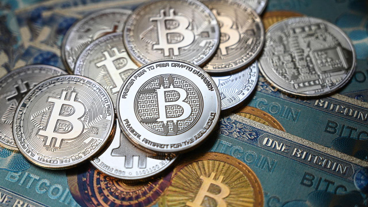 Bitcoin tops ,000 on US fund approval hopes