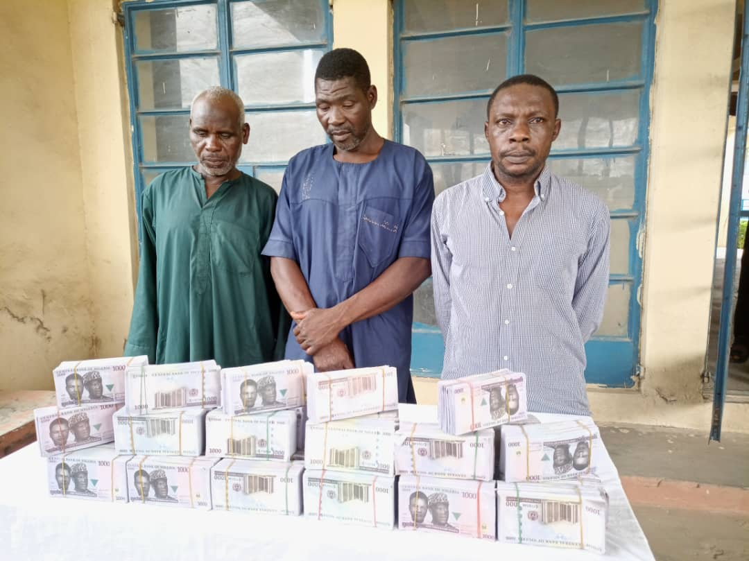 Suspects with fake naira notes