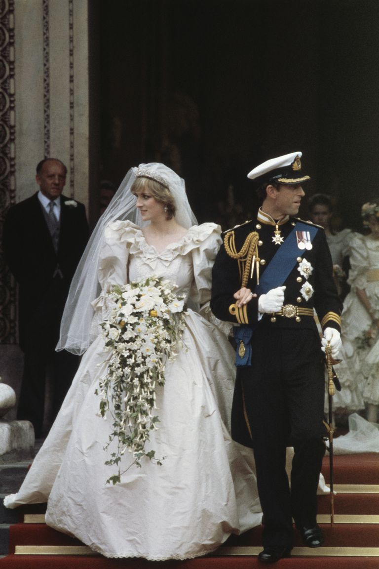40-year-old slice of Prince Charles and Diana's wedding cake to be auctioned