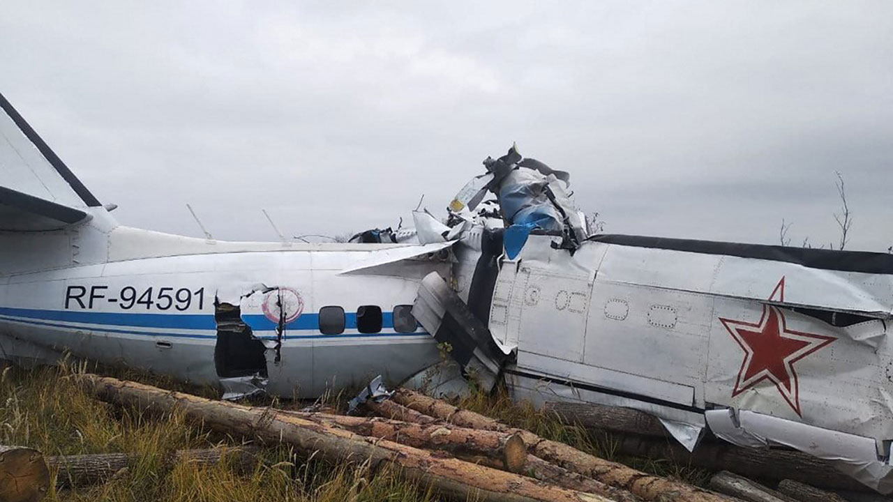 Sixteen feared dead in plane crash in central Russia