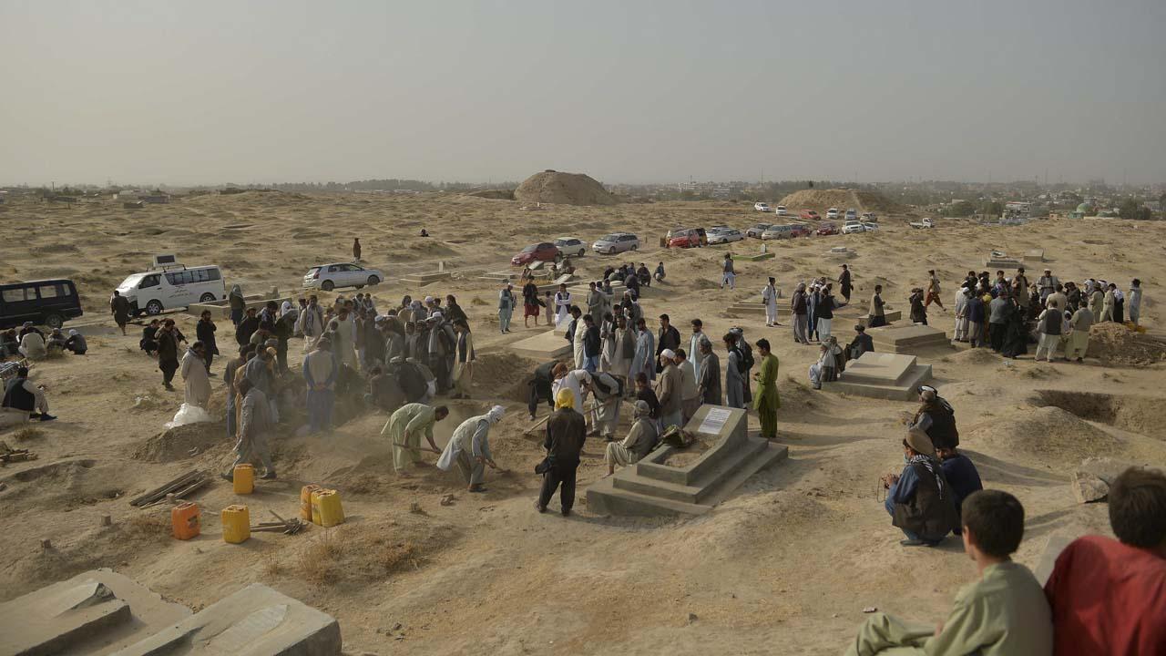 Afghan Shiites bury dead after Kunduz blast