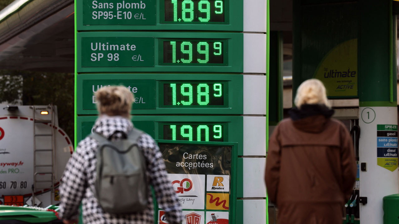 Oil prices surge higher as equities unfazed