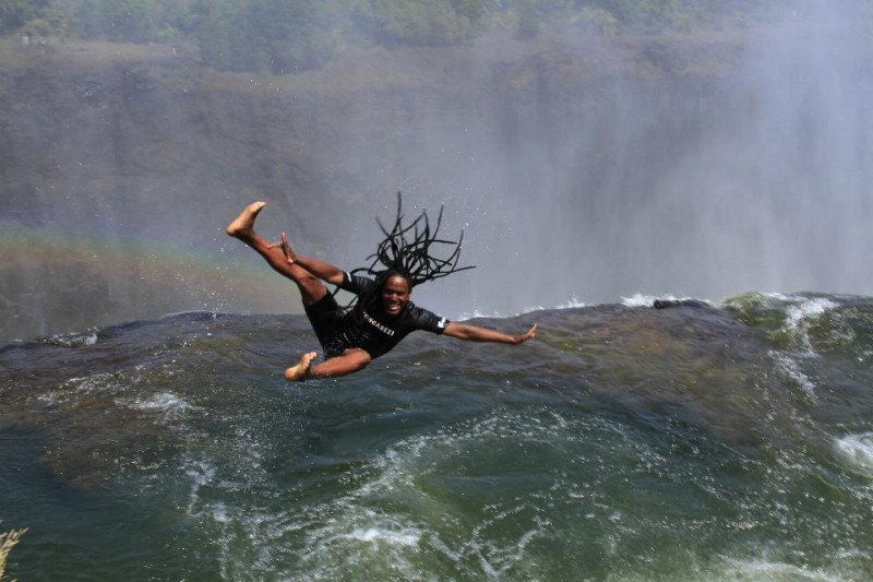 A-local-guide-shows-how-to-jump-into-the-Devil's-Pool-at-the-top-of-the-Victoria-Falls-at-the-border-of-Zimbabwe-and-Zambia.-3-800x533