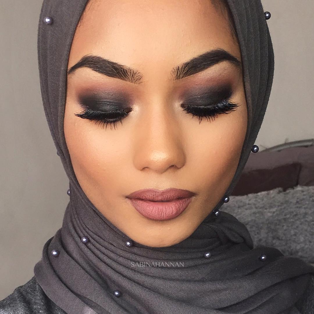 Beauty Tutorial: Black Smokey Eye - The Guardian Life Magazine