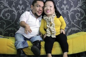World's Shortest Couple Make Plans For Marriage!